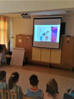 Romanian students in a classroom watching a CosmoKidz presentation